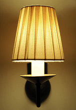 Brennende Wandlampe