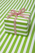 Gestreiftes Geschenk, Tarnung