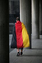 Deutscher Fußball Fan mit Fahne bei WM