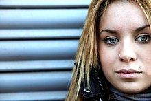 Portrait einer jungen Frau Blick in die Kamera