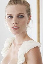 Close up Portrait of ätherische blonde girl