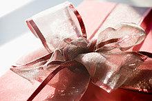 Rote Geschenk mit Ribbon bow