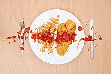 Fish & Chips mit vergossenen Tomatenketchup