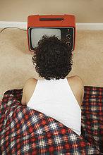 Mann ,sehen ,Tasche ,schlafen ,Fernsehen ,jung