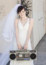Portrait ,Braut ,Straße ,halten ,Hifi-Anlage, Anlage, Stereoanlage