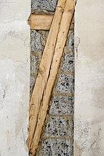 Vorbereitende Arbeiten an Wand für neue Kabelkanäle unter Putz, Fachwerk und Mauerwerk, Altbau, Stuttgart, Baden-Württemberg, Deutschland, Europa