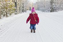Portrait ,Winter ,gehen ,klein ,Fernverkehrsstraße ,Mädchen