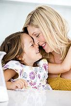 Close-up, close-ups, close up, close ups ,Mutter und Tochter lächelnd