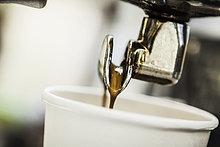 Tasse ,eingießen, einschenken ,Maschine ,Espresso