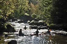 Kanuten auf der Oker im Okertal, Harz, Niedersachsen, Deutschland