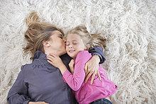 Küssen Mutter Tochter