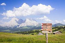 Trentino Südtirol ,Berg ,Zeichen ,Hintergrund ,wandern ,Dolomiten ,Italien