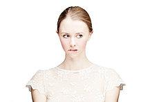 Portrait ,Frau ,beißen ,weiß ,Hintergrund ,frontal ,jung