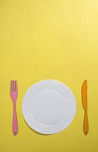 Papier,Lebensmittel,Messer,Konzept,gelb,Hintergrund,Teller,Gabel
