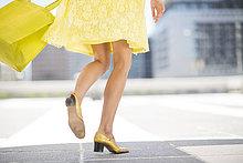 Frau,Tasche,gelb,Kleidung,kaufen