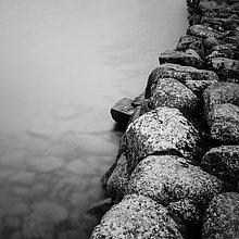 Felsbrocken,Stilleben,still,stills,Stillleben,Wasser,Ruhe,Dunkelheit,lang,langes,langer,lange