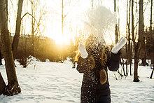 Europäer,Frau,Schnee,Feld,spielen