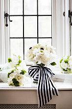 Blumenstrauß,Strauß,Fenster,Braut,Hochzeit,Start,Band,Bänder,Close-up,Fensterbank,Streifen,Kanada