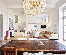 am Tisch essen,Zimmer,Gebäude,Fokus auf den Vordergrund,Fokus auf dem Vordergrund,Renovierung,Tisch,Wohnzimmer,alt