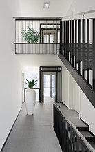 Korridor,Korridore,Flur,Flure,Treppenhaus,Innenansicht,moderne Wohnung,zu Hause