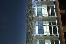 Deutschland, Hamburg, Fassade eines modernen Gebäudes