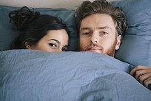 Portrait,Liebe,unterhalb,Bett,jung,Bettdecke