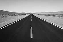 entfernt,geben,Fernverkehrsstraße,schwarz,hoch,oben,Mittelpunkt,Linie