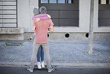 umarmen,Straße,Skateboard,jung