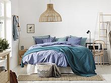 Schweden, Vastergotland, Schlafzimmer mit großem Bett