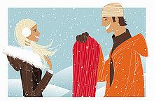 Lachendes Paar mit Snowboard im Schnee