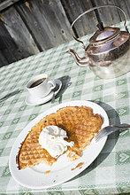 Waffel und Kaffee im Cafe, Ljungdalen, Schweden, Skandinavien, Europa