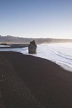 Island, Südisland, Vik Rock am Strand von Reynisfjara