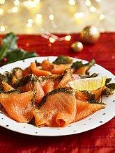 Räucherlachs mit Dill und Zitrone zu Weihnachten